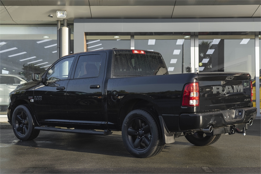 2020 RAM 1500 Express Crew Std 5.7 Hemi 4WD *NEW*